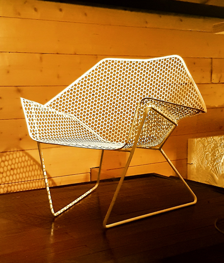Armchair from recycled sieve and recycled concrete reinforcing bar